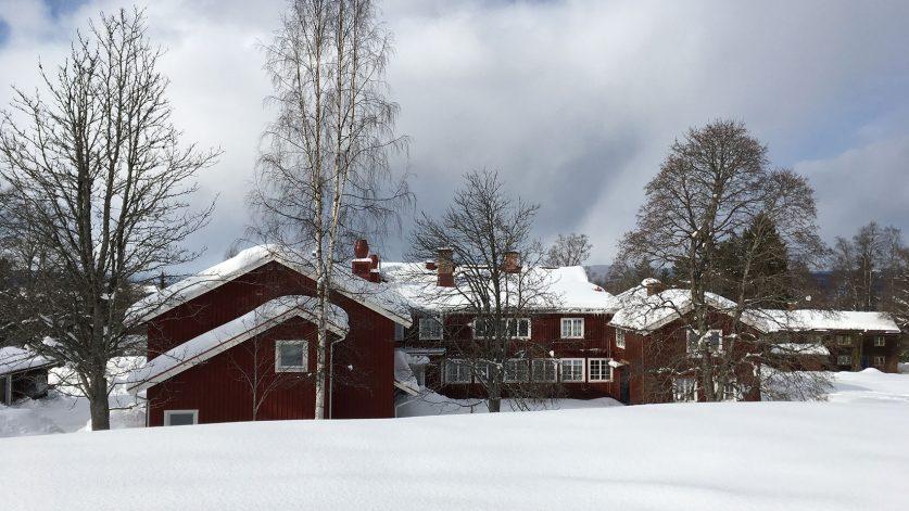 Sätergläntans huvudbyggnad på vintern