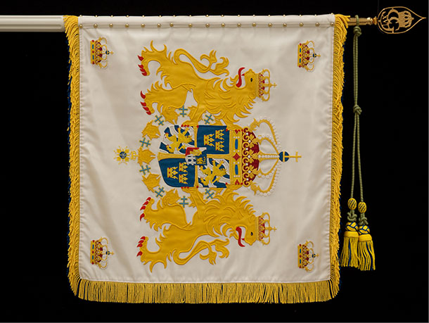 Livgardets standar av Kirsi Mattila, framsida. Foto: Anders Wallén