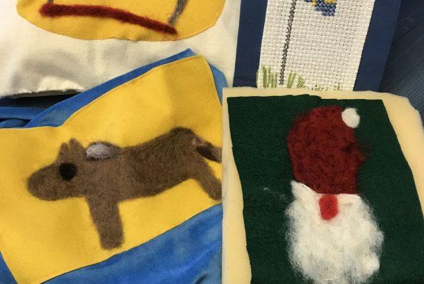 Textil slöjd av barn: häst, gubbe, svensk flagga och blommor.