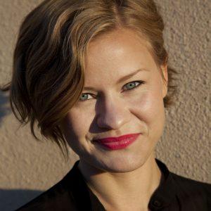 Edith Backlund är kommunikatör på Hemslöjden
