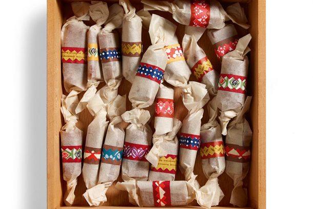 Julkolor inslagna i papper
