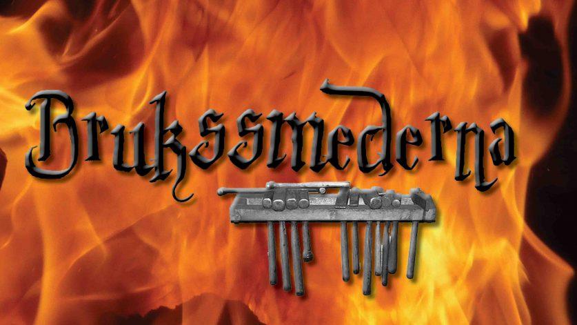 Brukssmedernas logga mot flammande eldbakgrund