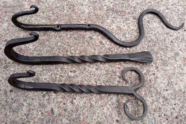 Tre smidda krokar