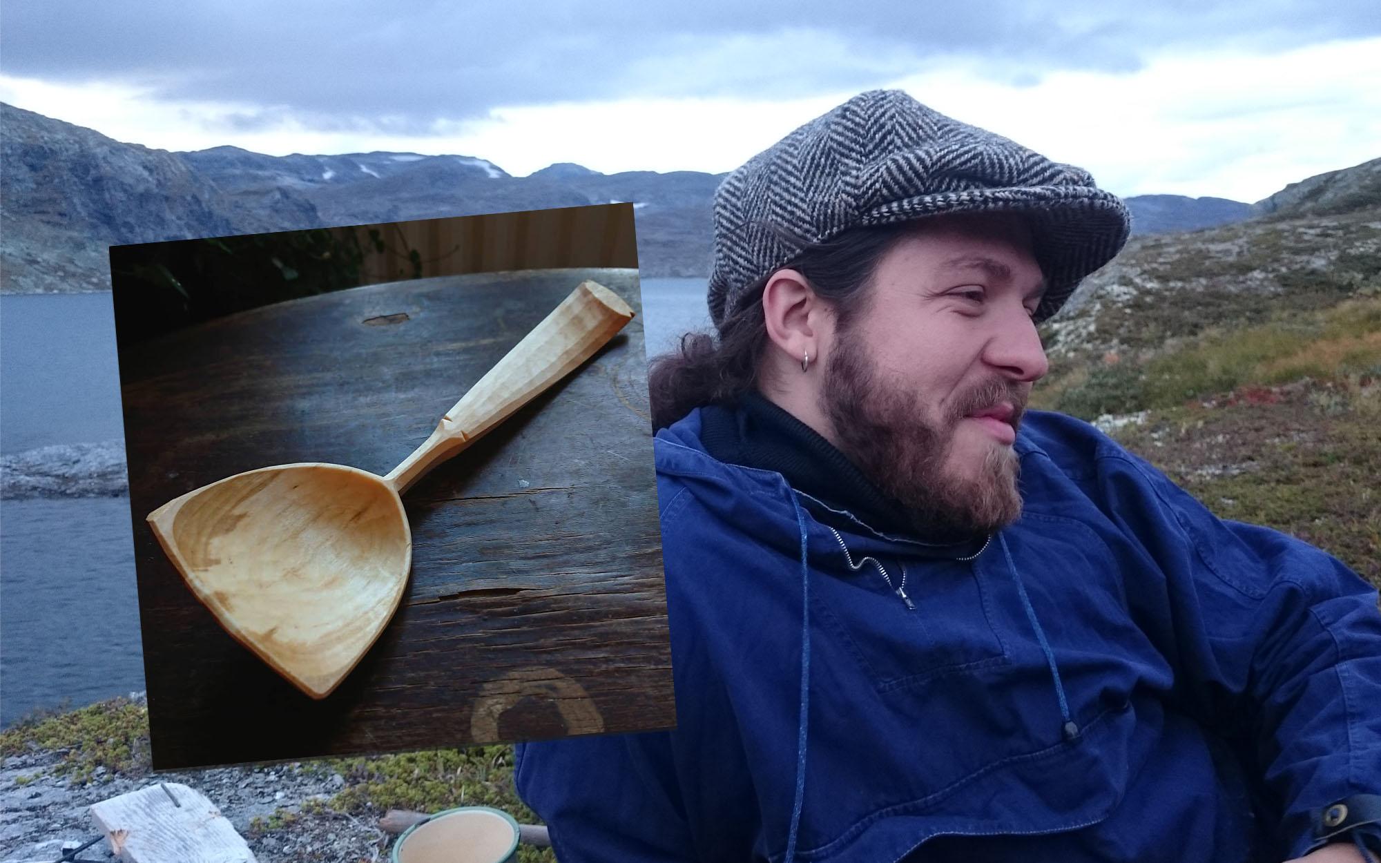 Stipendiaten Björn Svantesson i karg natur. Infälld bild på träsked.