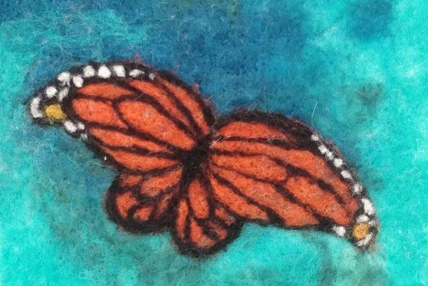 Nåltovad bild med fjäril