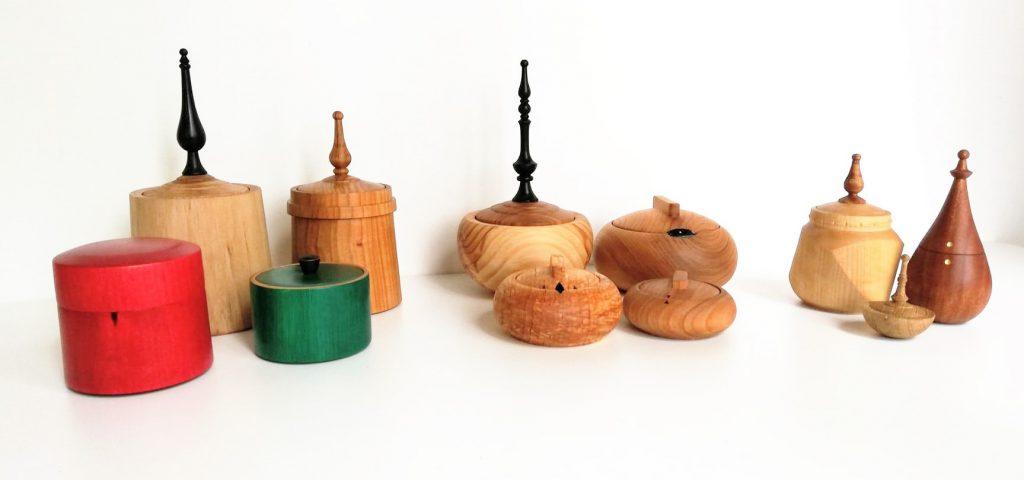 Svarvade askar av Maria Lindberg