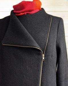 Jacka sydd av handvävt tyg. Tyg och alster av Gunnel Andersson.